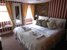 Alderney – The hotel room