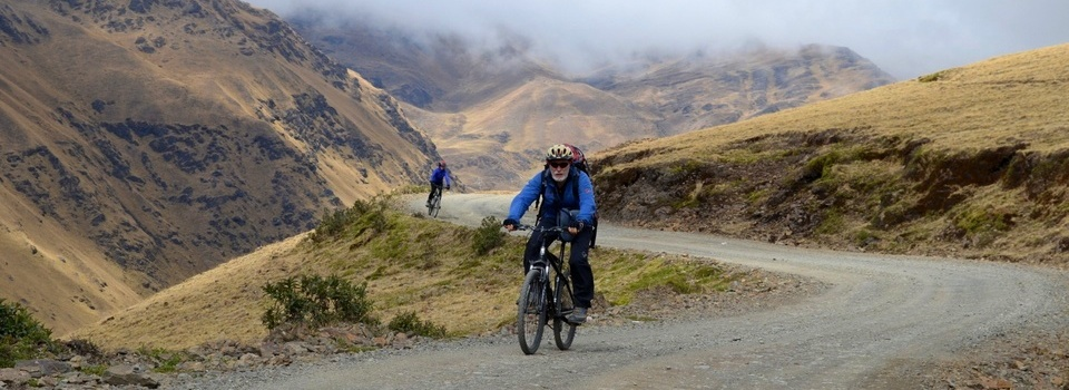 Bolivia – Out of the blue into the green on mountain bike