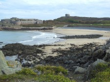 Alderney – Fortifications over a beach