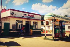 A gas station on the road to Viñales